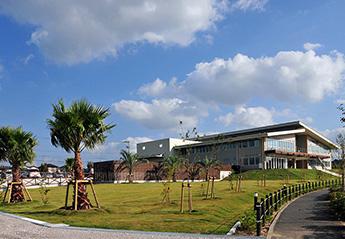 地域・建築・オフィス、3つの環境が融合するワークプレイス